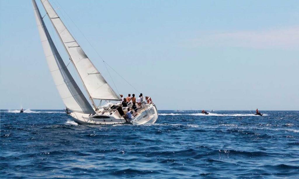 barco navegando baluma